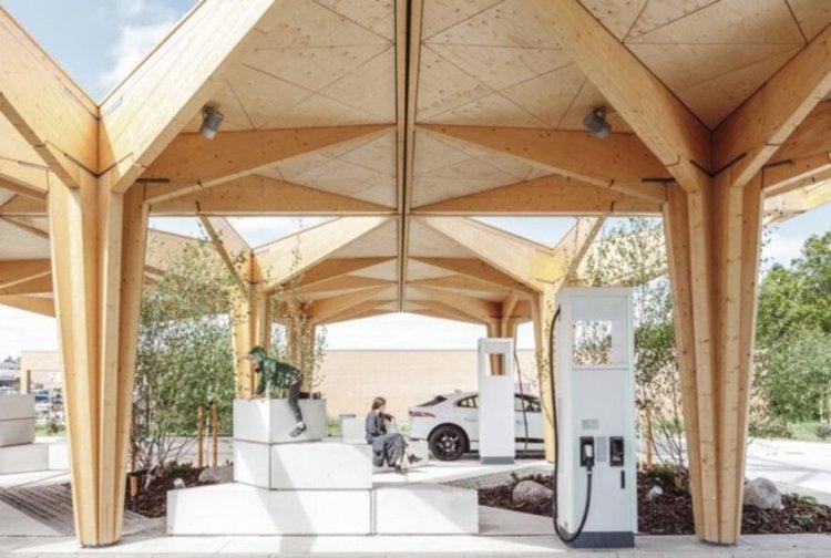 Нов тип слънчеви зарядни станции зареждат електромобила за 15 минути