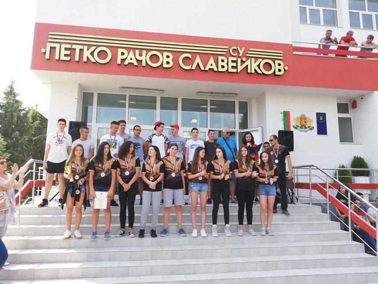 """""""Славейков"""" посрещна два отбора медалисти от републиканските финали"""