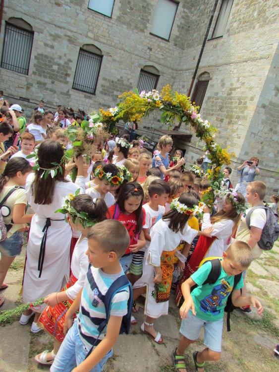 Над 100 деца празнуваха Еньовден в музея