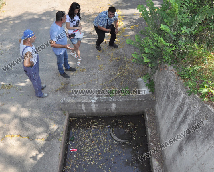 """На улица """"Габрово"""" се жалват от чести наводнения. Общината търси решение"""