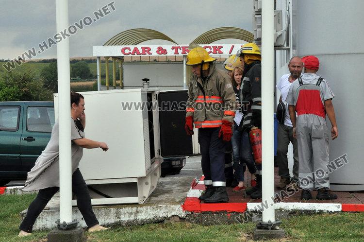 Мълния удари електричеството до бензиностанция в Хасково