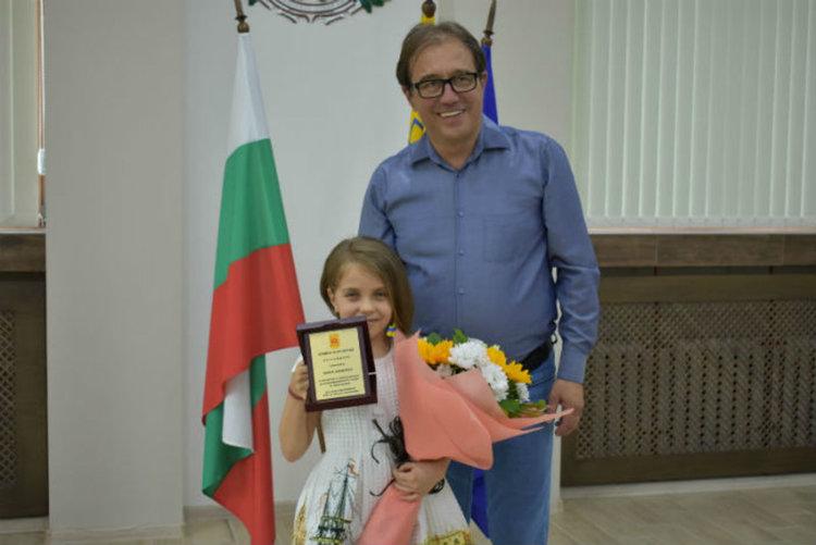 В родния Асеновград: Подаръци и изненади за талантливата Ели Василева