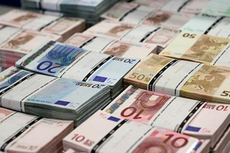 Българите в чужбина изпратили в родината 400 млн. евро от началото на годината, чуждите инвестиции минусови