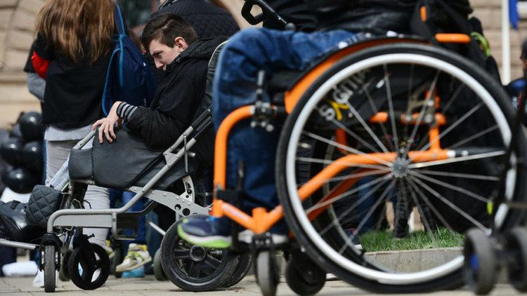 Парите на хора с тежки увреждания се оказаха орязани от новия закон