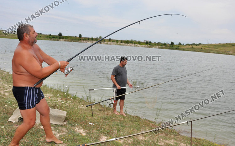 "Хасковлия показа майсторски умения в улова на толстолоб от ""Сивата вода"""