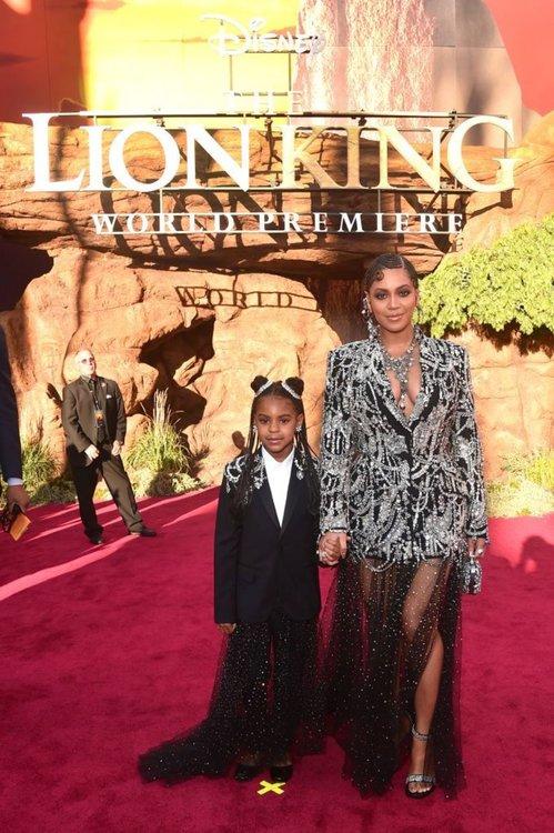 """Грандиозно посрещане на """"Цар лъв"""" на световната галапремиера в Ел Ей"""
