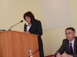 Таушанова разследва кмета за държавни пари дадени за въжения мост