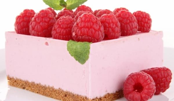Нежна малинова торта