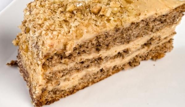 Празнична орехова торта
