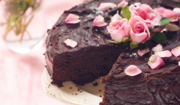 Торта с млечен шоколад