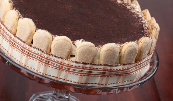 Шоколадова торта с целувки