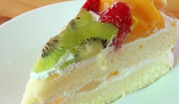 Торта с праскови и сметана