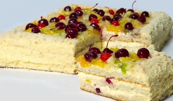 Домашна торта с плодове и нишесте