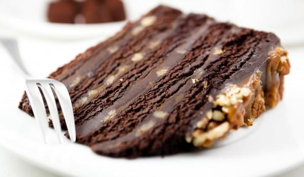Шоколадова торта с орехи