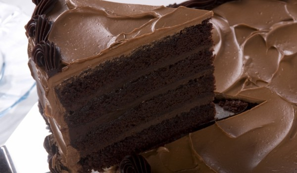 Вкусна и лесна шоколадова торта