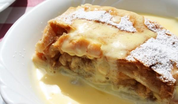 Бисквитена торта с маслен крем