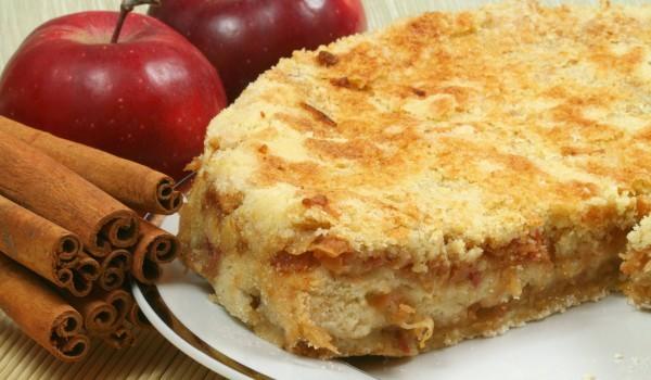 Ябълкова торта с грис и канела