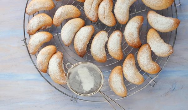 Молдовски бисквити с мармалад и глазура