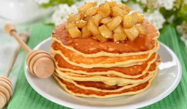 Руски ябълкови палачинки