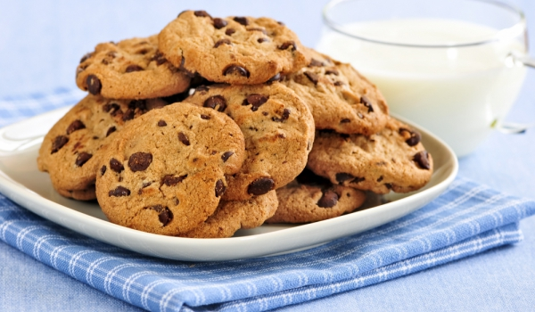 Бисквитки с шоколадови парченца