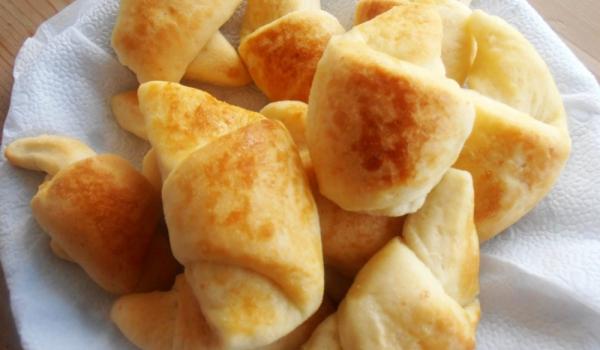 Кифли със сирене и кашкавал