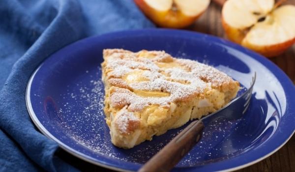 Празничен сладкиш с банани и ябълки
