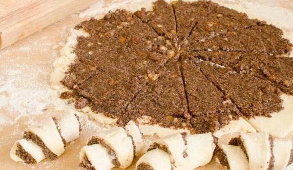 Кифлички с какаово-орехов пълнеж
