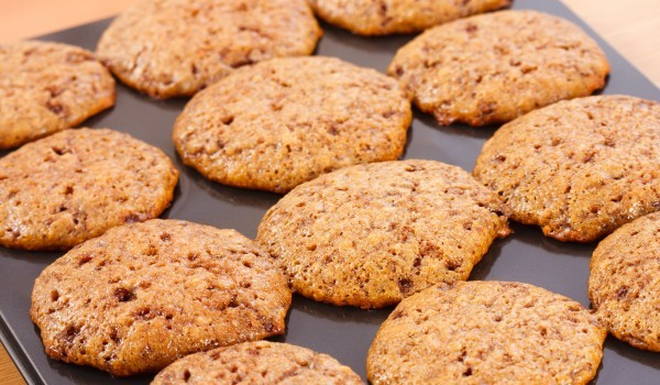 Овесени бисквити с ядки и плодове