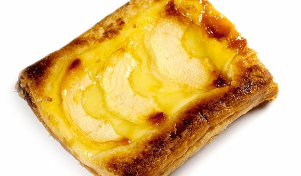 Ябълков десерт от бутер тесто