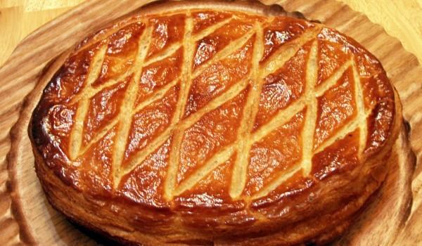 Торта от бутертесто с бадемов крем
