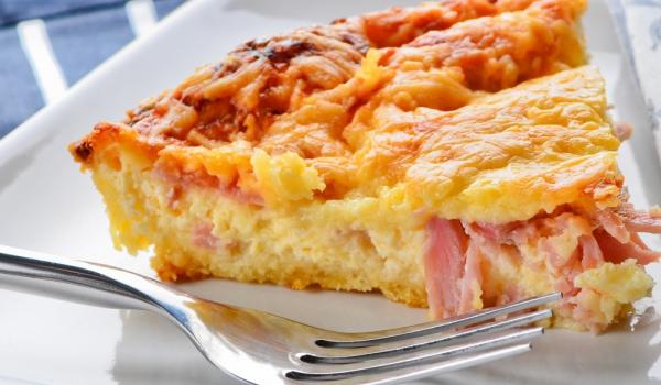 Пирог с извара и шунка