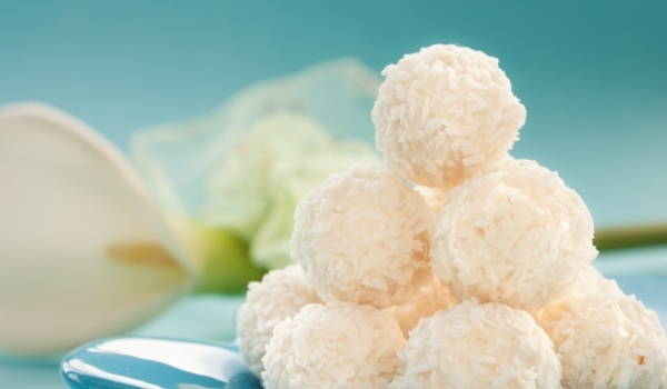 Лесни домашни бонбони с кокос и бадеми