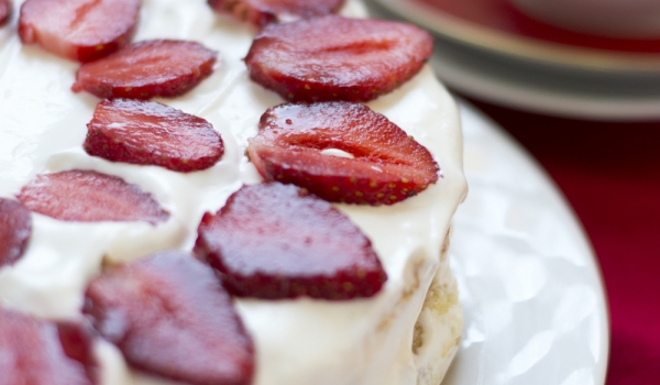 Торта с мюсли и ягоди