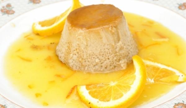 Крем карамел с лимонов сос