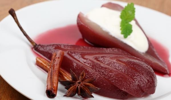Поширани круши в червено вино