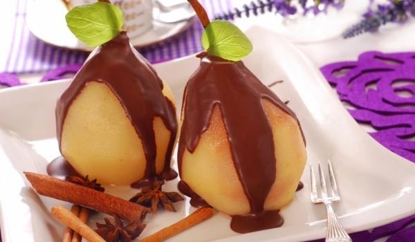 Поширани круши с шоколадов сос