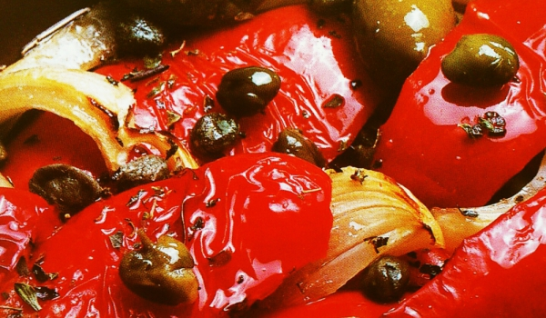 Чушки с маслини и лук
