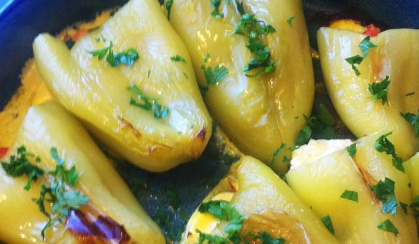Печени чушки с яйца и сирене