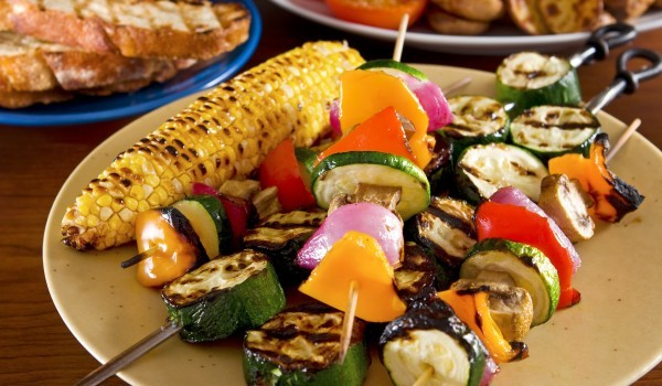 Зеленчукови шишчета с кокосов сос