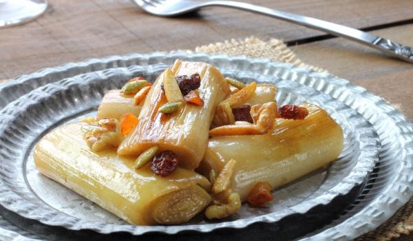Праз с кашкавал и орехи
