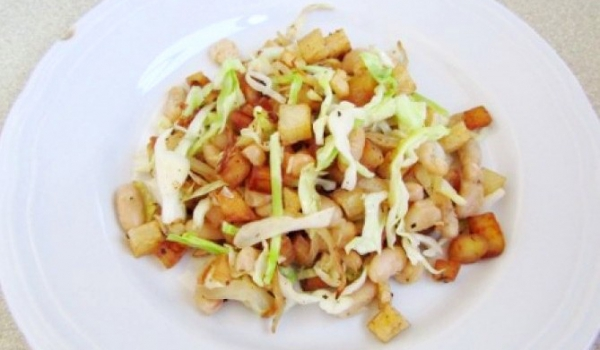Пържени картофи със зеле и боб