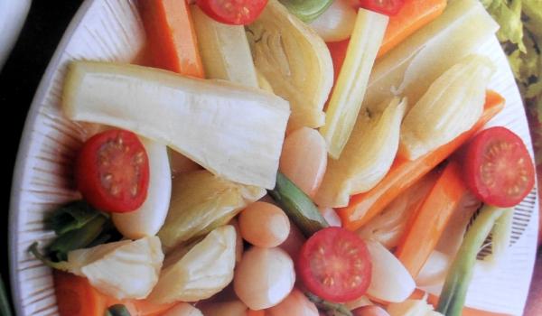 Зеленчуци с три вида сос