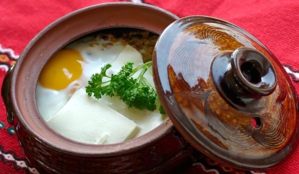 Ароматни яйца в гювечета