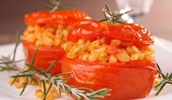 Пълнени домати с пшеница
