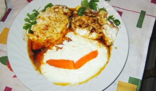 Яйца по панагюрски с гарнитура