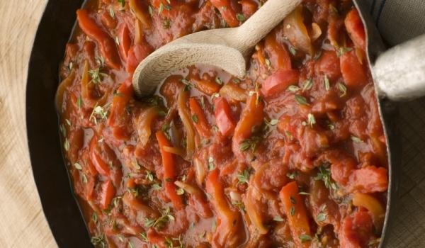 Печени чушки в доматен сос