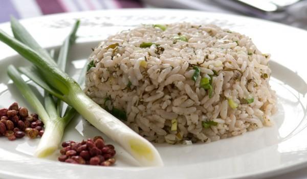 Ориз на фурна с пресен лук