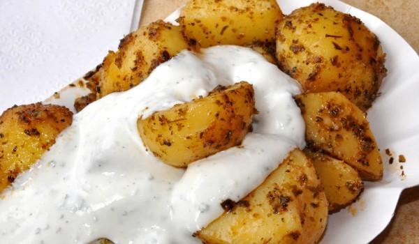 Картофи с червен пипер на фурна