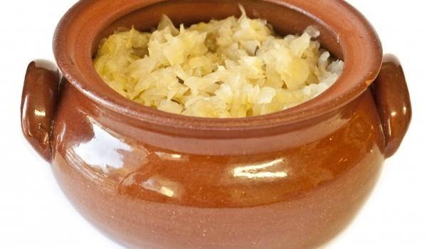 Кисело зеле с ориз в гювеч