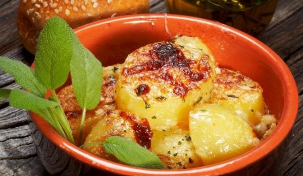 Картофи запечени на фурна с чесън